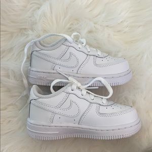 Toddler Nike Air Force One tennis shoes, sz 7
